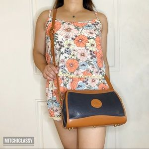 •Dooney & Bourke• Crossbody bag
